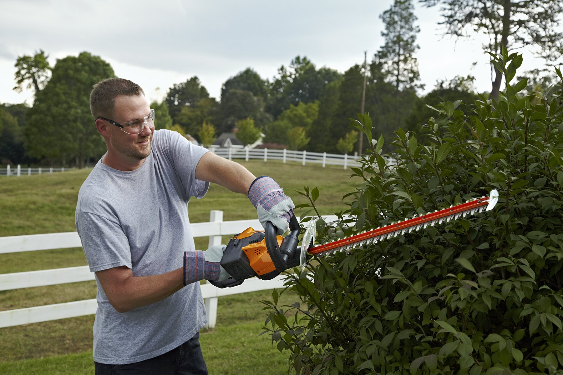 WORX WG291 56V Lithium-Ion Cordless Hedge Trimmer, 24-Inch, Battery and Charger Included by Worx (Image #3)