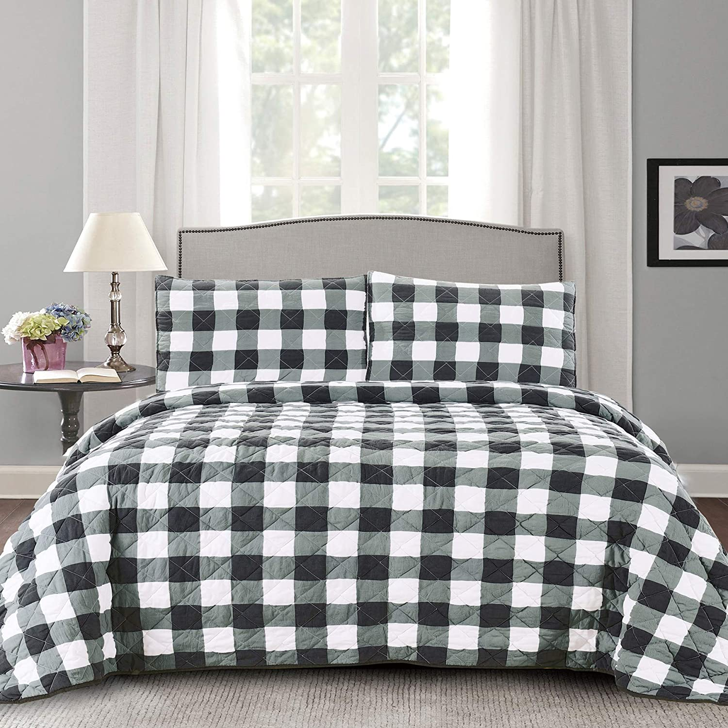 Sweet Home Collection Quilts Queen Size 3 Piece Set Vintage Pre Wash Buffalo Check Oversized Reversible Pattern with Pillow Shams, White/Black