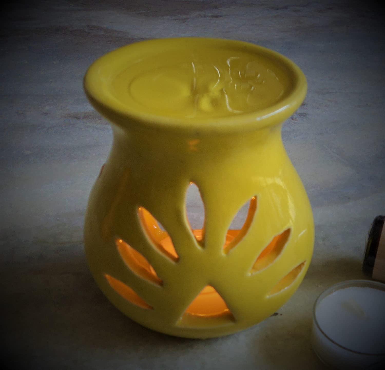Pure Source India Regular ceramic aroma burner good quality coming with 1 pcs free candles . (Yellow)