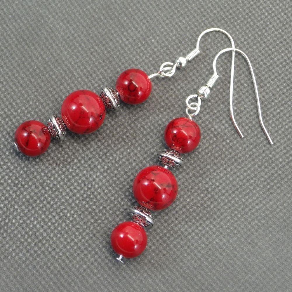 Pendientes Thurcolas en perlas turquesas rojas y cuentas tibetanas