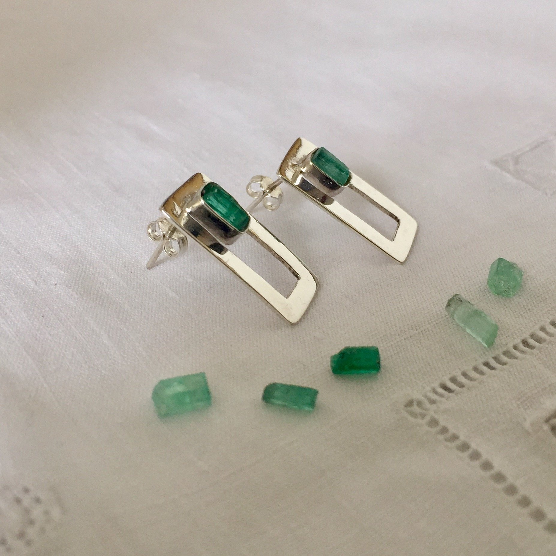 Raw Emerald Stud Earrings by D'Mundo Accesorios. Genuine Raw Colombian Emeralds with Pyrite and Quartz. 925 Sterling Silver Rectangles Earrings.