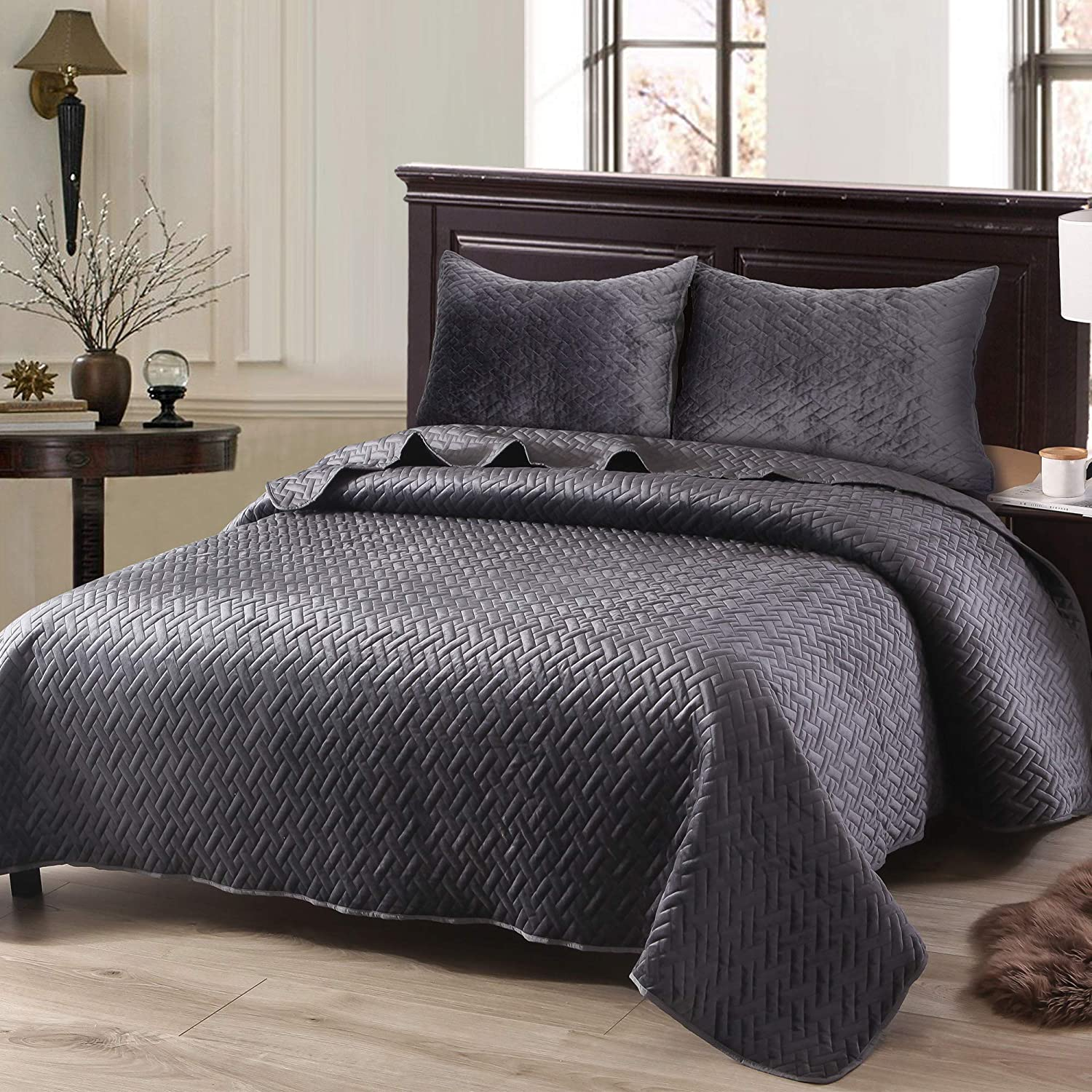 Exclusivo Mezcla Luxurious 3-Piece Queen Size Velvet Quilt Set with Pillow Shams, as Bedspread/Coverlet/Bed Cover(Solid Grey) - Soft, Lightweight, Reversible& Hypoallergenic