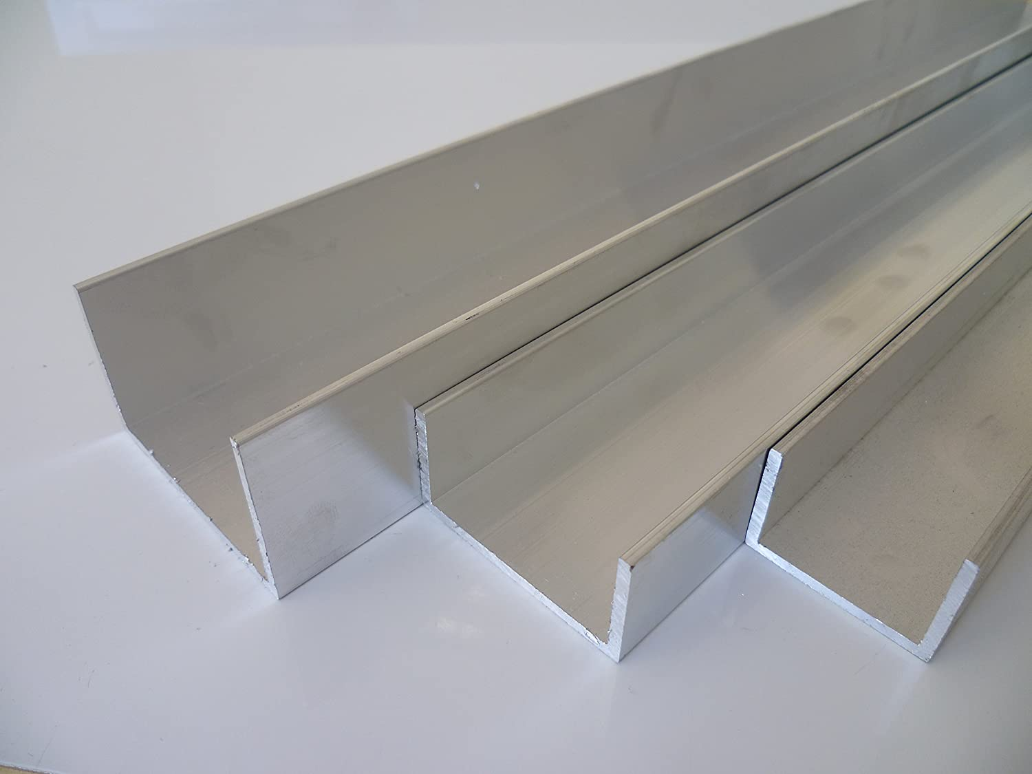 B & D Metal Aluminium U Profile 25  x 25  x 3  mm, gsi0,5  ° F22  Schweissbar Suitable for Anodising Length Approx. 2  m (+ 0/2000  mm  –   3  mm) B&T