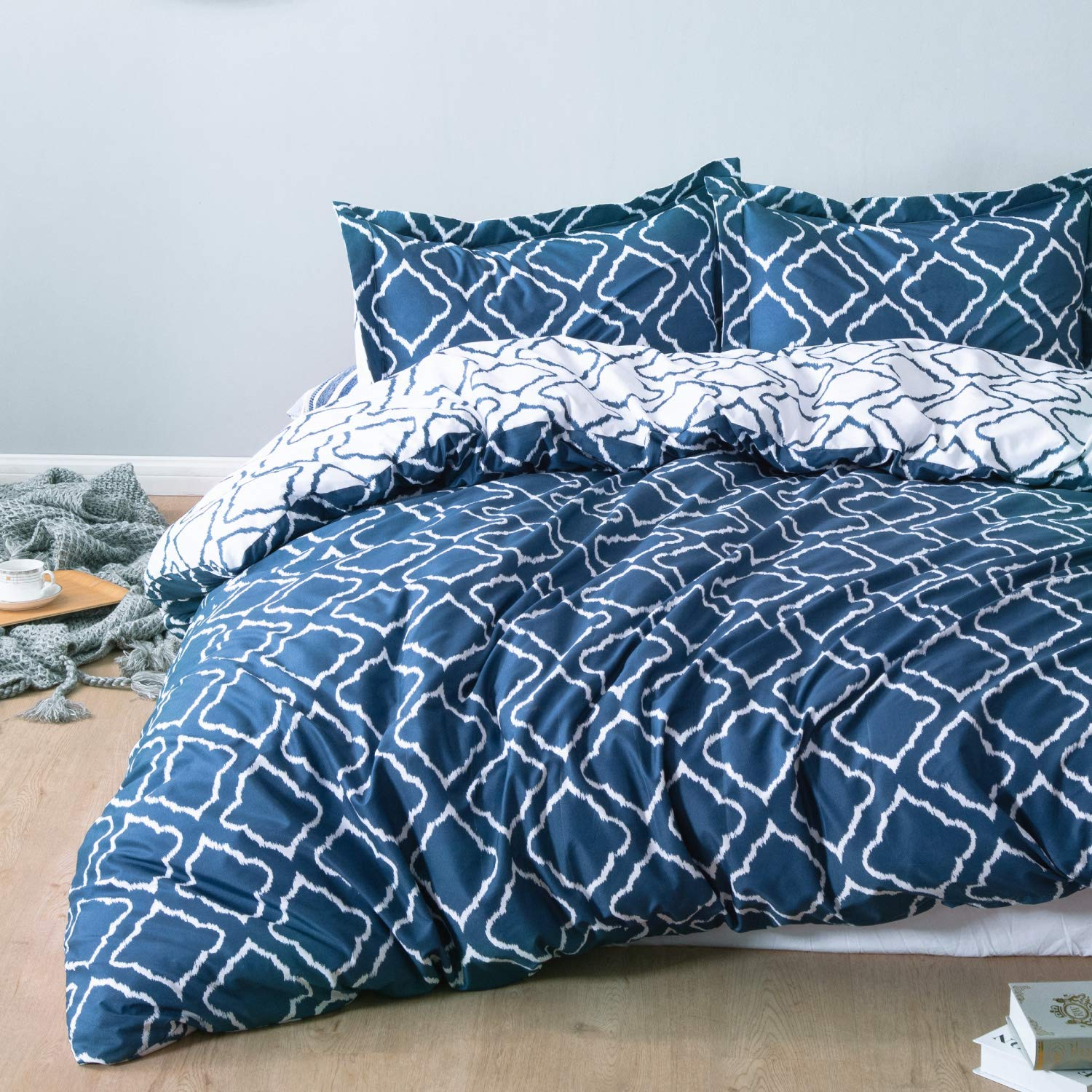 Bedsure Bedding Printed Duvet Cover Set (King Size 104x90 inches, Navy) 3 Pieces (1 Duvet Cover + 2 Pillow Sham) - Ultra Soft Brushed Microfiber - Comforter Quilt Cover with Zipper Closure,Corner Ties