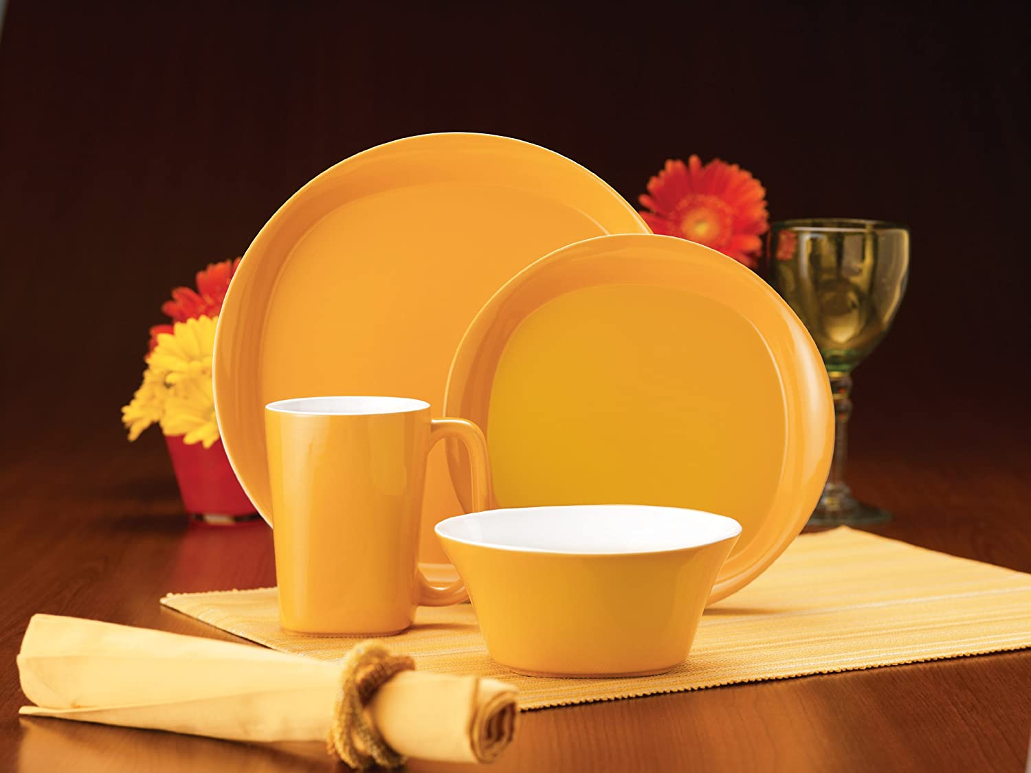 Amazon.com | Rachael Ray Dinnerware Round and Square 16-Piece Dinnerware Set Yellow Yellow Plate Set Dinnerware Sets & Amazon.com | Rachael Ray Dinnerware Round and Square 16-Piece ...