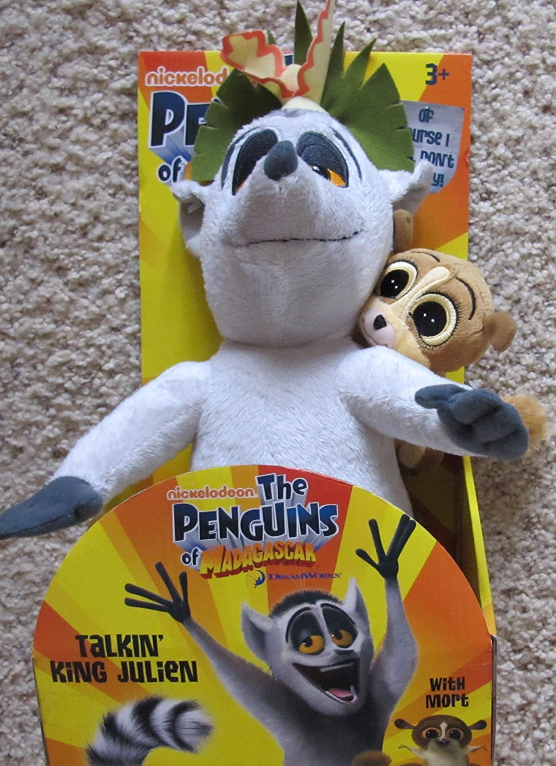 B00AFZVKBS The Penguins of Madagascar Plush Talkin' King Julien w Plush Mort & Talking King Julien Figures (2009) 81cyCyjeUfL.SL1500_