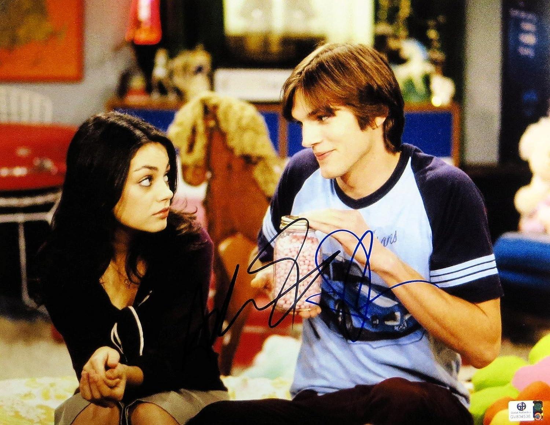 Ashton Kutcher Mila Kunis Signed Autographed 11X14 Photo