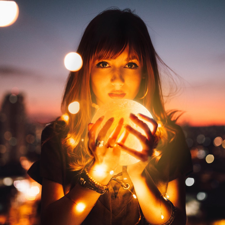 Mond Lampe, 3D Nachtlicht Nachtlampe Mondlicht Tischlampe mit Holzhalter, Morpilot 16 Farben RGB Fernbedienung und Touch Sensor Mondlampe, beste Geschenk für Hauptdekorative und Romantik (15cm, PVC Material)
