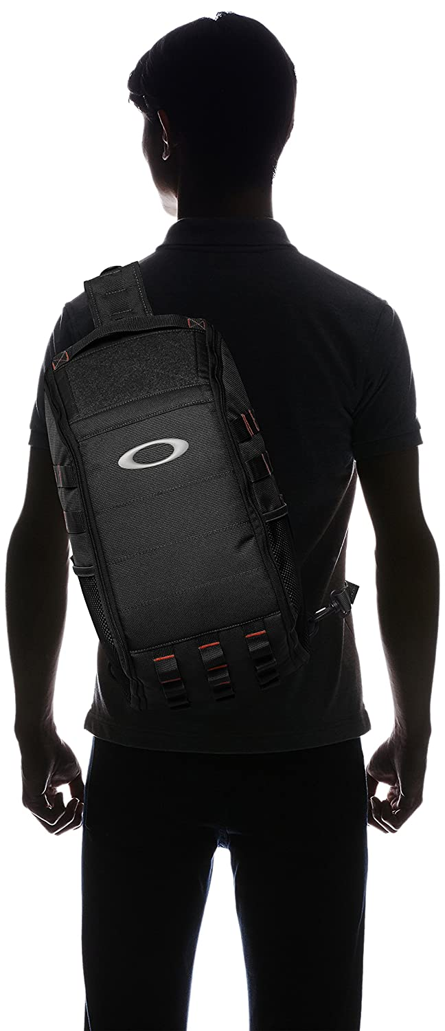e8256f8b31636 Amazon.com  Oakley Men s Extractor Sling Backpack