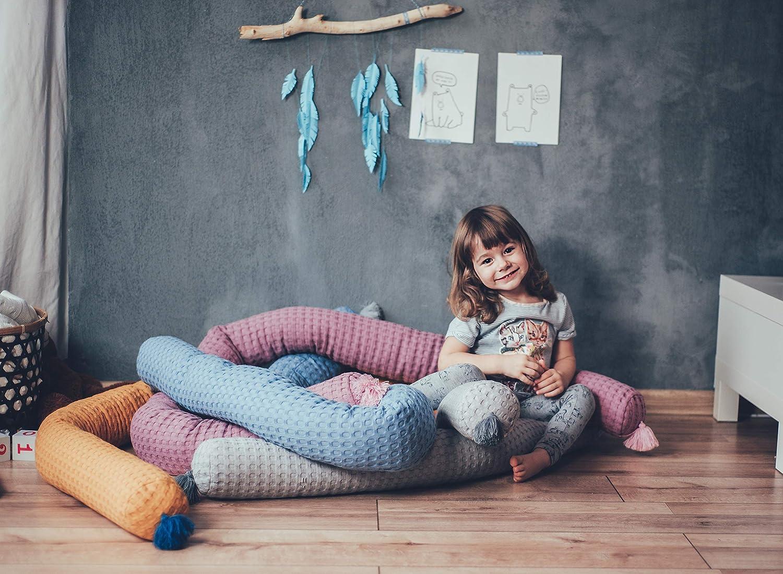 von Waffelpique Baumwolle mit s/ü/ßen Quasten Wiege oder Stubenwagen MoMika Nestchenschlange Bettschlange Schlange Bettrolle 200cm f/ür Gitterbett Coral-Pink