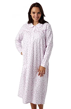 22eaddb9661771 Damen gebürstet Baumwolle Winceyette Nachthemd. Weiß Hintergrund mit rosa  oder blau floral design. Größen