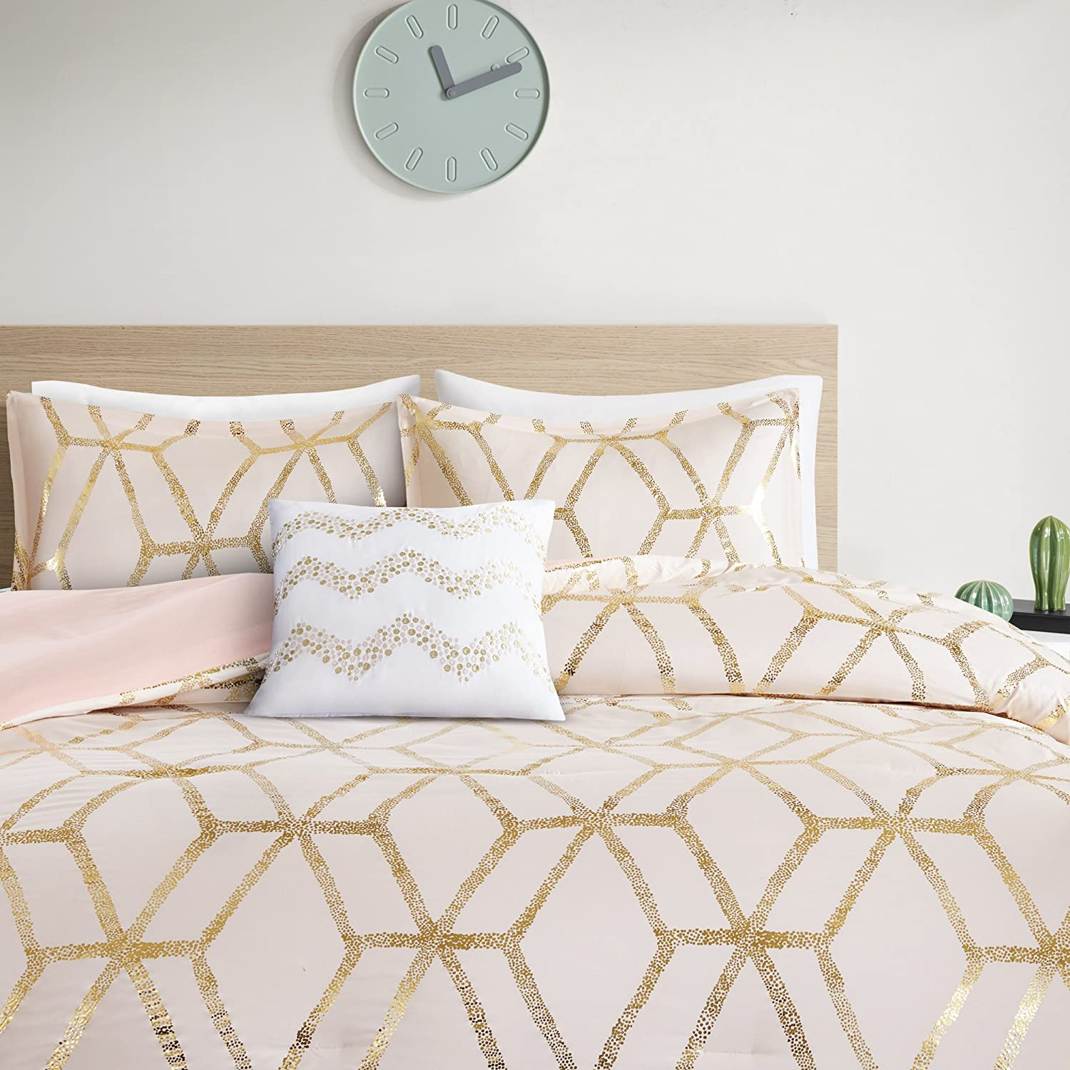 Comfort Spaces Vivian 3 Piece Comforter Set Ultra Soft All Season Lightweight Microfiber Geometric Metallic Print Hypoallergenic Bedding, Twin/Twin XL, Blush/Gold
