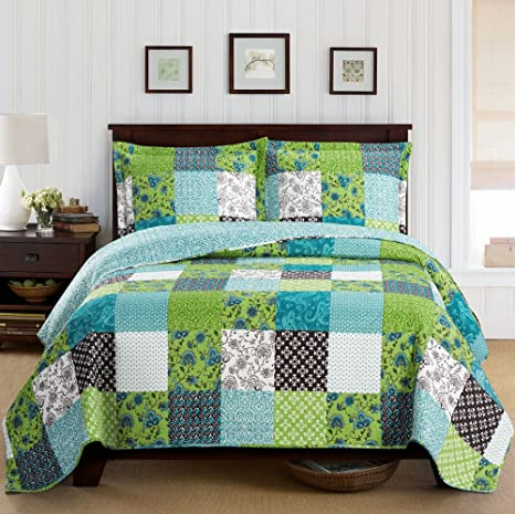 Amazon Com Deluxe Rebekah Oversized Bedspread Set Quilt In A Contemporary Bold Pattern And Reverses To Offers A Variety Of Decorating Choices Bed Cover Quilt 3 Pieces Queen Set Home Kitchen