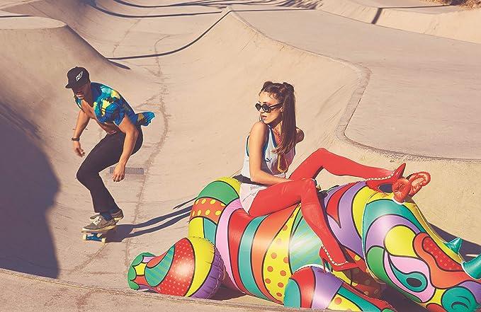 Luftmatratzen-wasser-spaß-mit-pop-art-luftmatratze