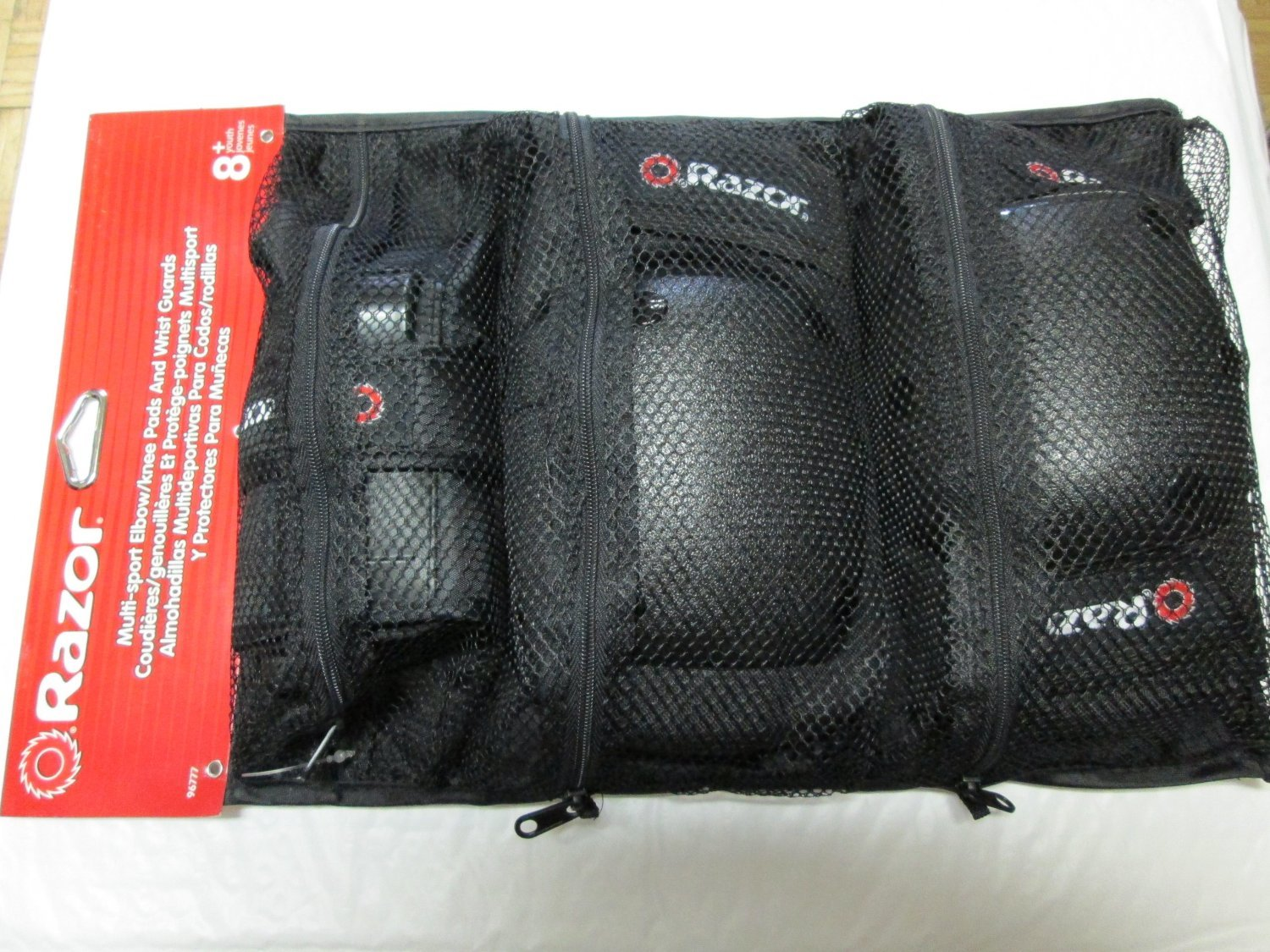 Razor Multi-sport Elbow/knee Pads and Wrist Guards 8+ - Black by Razor (Image #1)