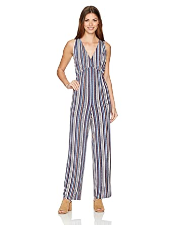 f10a7dfc6cb Amazon.com  BCBGeneration Women s Deep V Printed Jumpsuit  Clothing