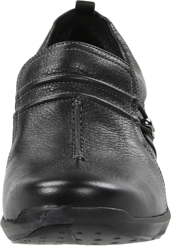 Amazon.com   Clarks Women's Wave.Skip Slip-On, Black Leather, 10 M US    Flats