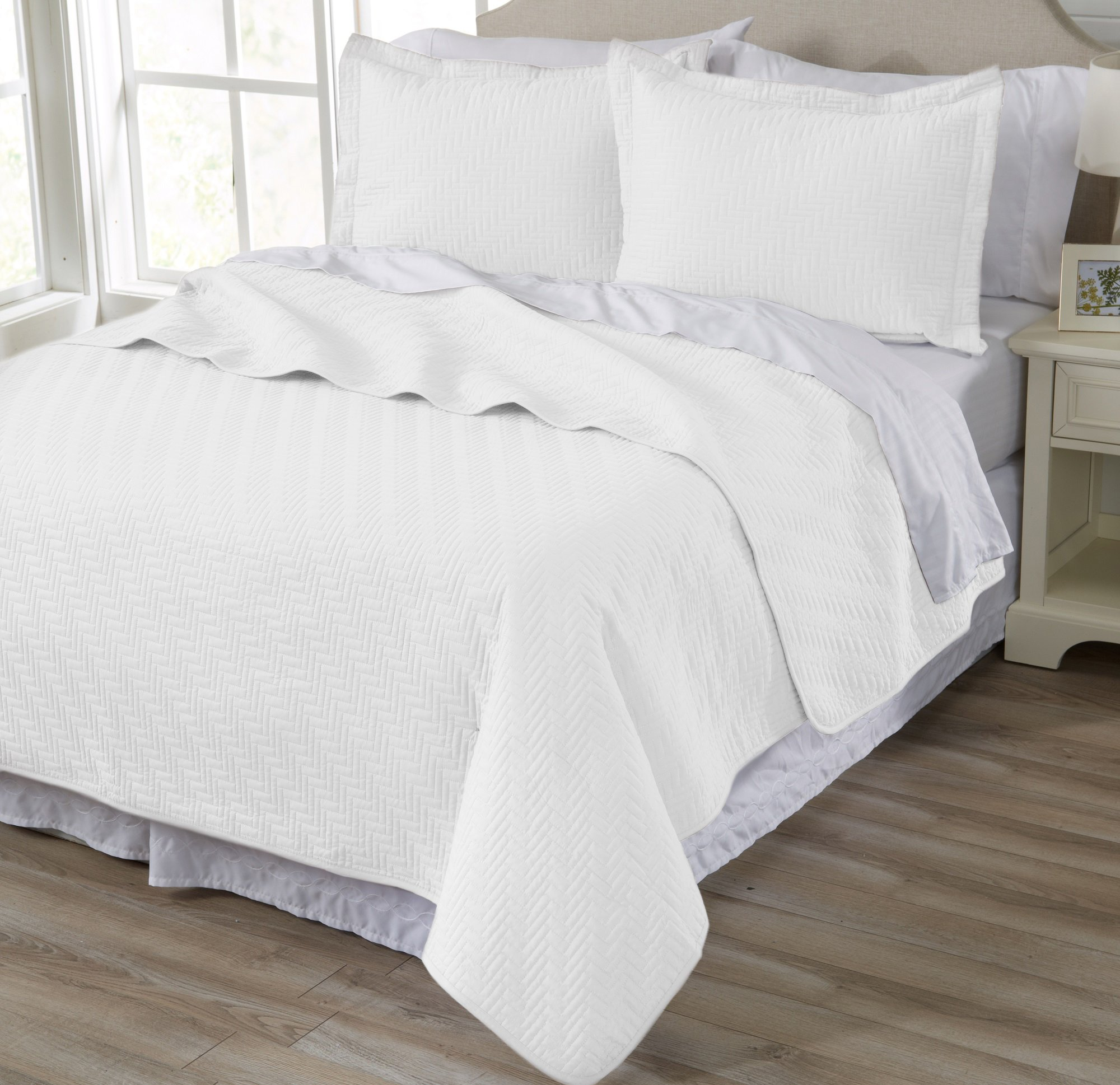 Home Fashion Designs Emerson Collection 3-Piece Luxury Quilt Set with Shams. Soft All-Season Microfiber Bedspread and Coverlet in Solid Colors. By Brand. (Full/Queen, White)