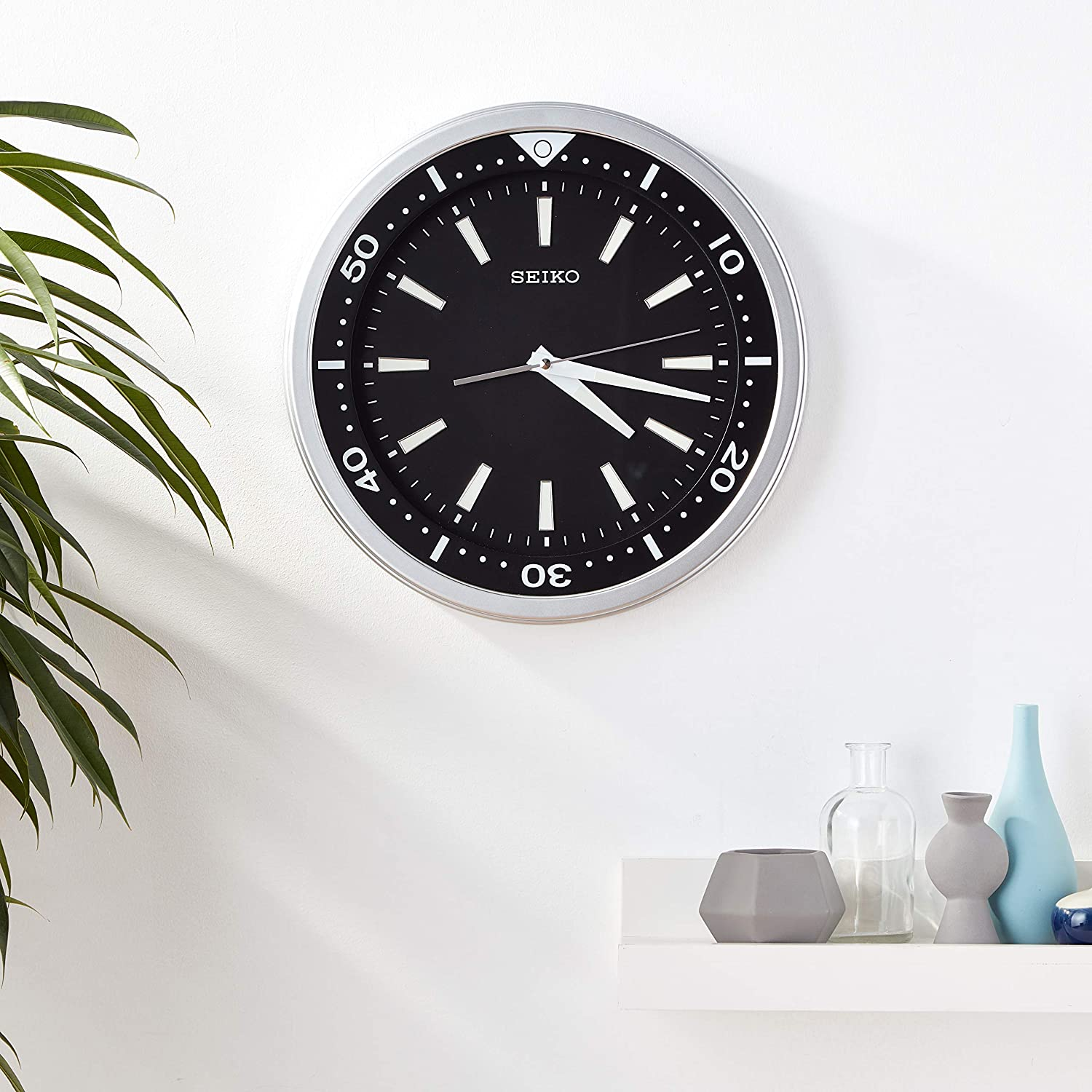 Seiko 14 Ultra Modern Watch Face Black Silver Tone With Quiet Sweep Wall Clock Amazon Co Uk Kitchen Home
