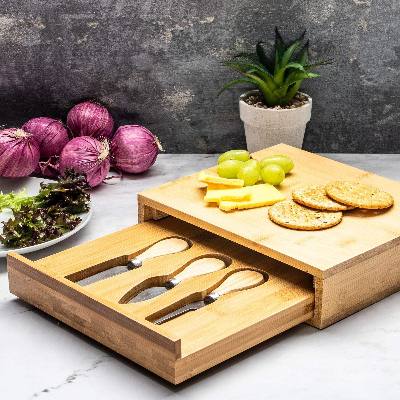 3 Gr/ö/ßen und Designs erh/ältlich Quadrat braun Home Treats K/äsebrett aus Bambus mit ausziehbarer Schublade