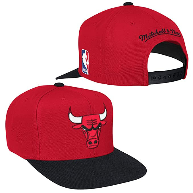 d697595091f Amazon.com   Chicago Bulls XL Logo Snapback Cap by Mitchell   Ness ...