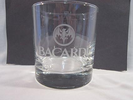 Licor de Ron Bacardi rocas bajo bola en las rocas de cristal ...