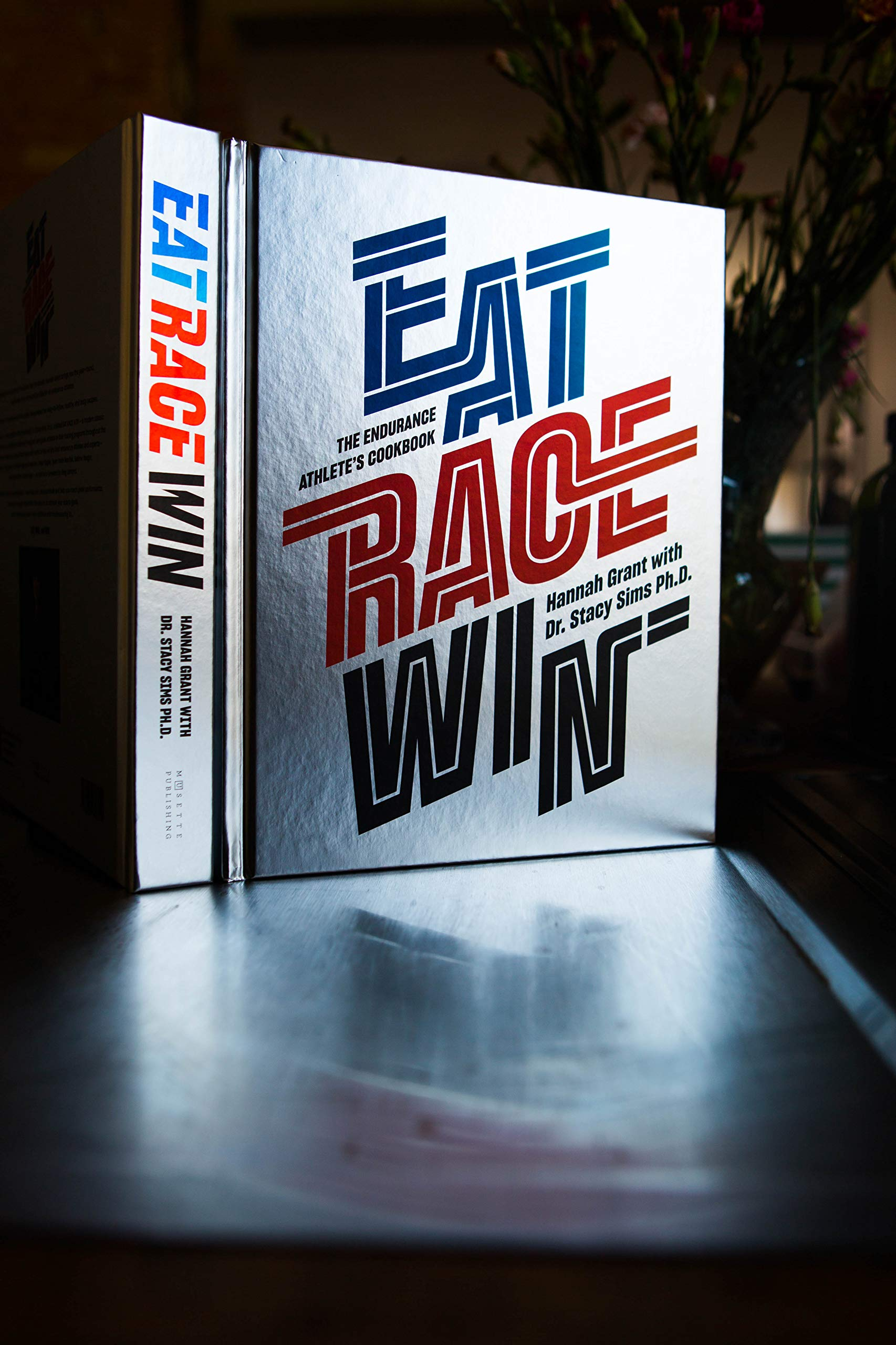 EAT RACE WIN  The Endurance s Athletes Cookbook  Amazon.co.uk ... c45f112af