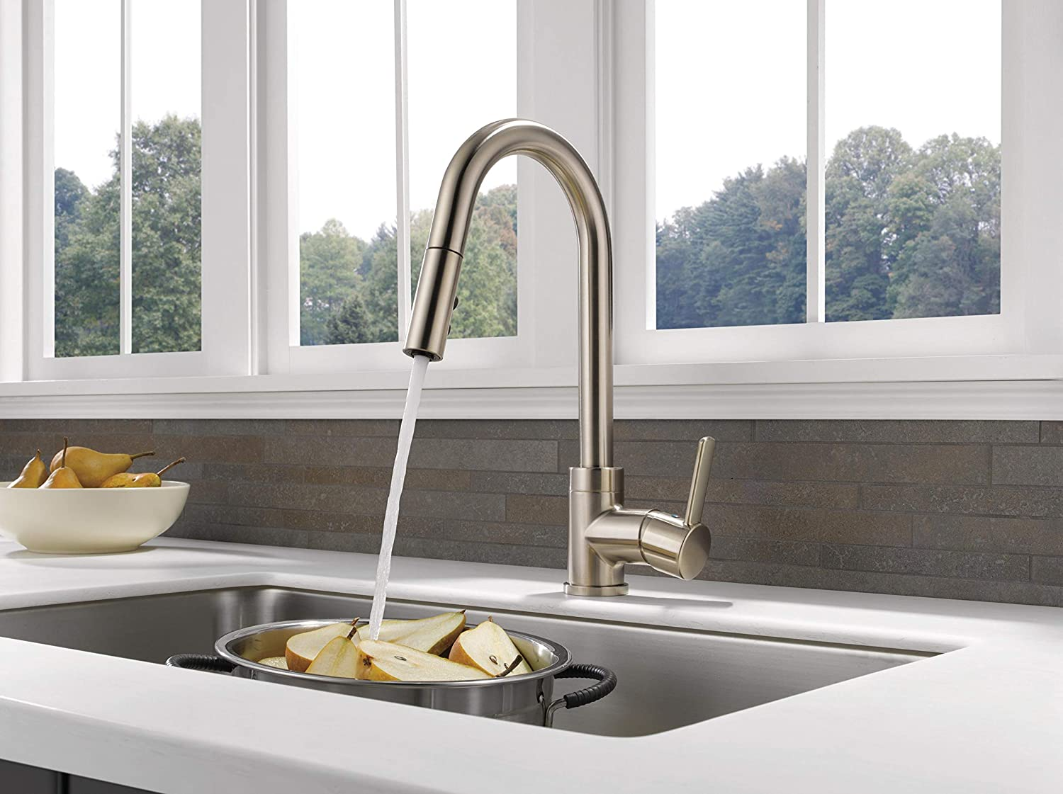 Peerless Precept Single-Handle Kitchen Sink Faucet with Pull Down Sprayer, Stainless P188152LF-SS