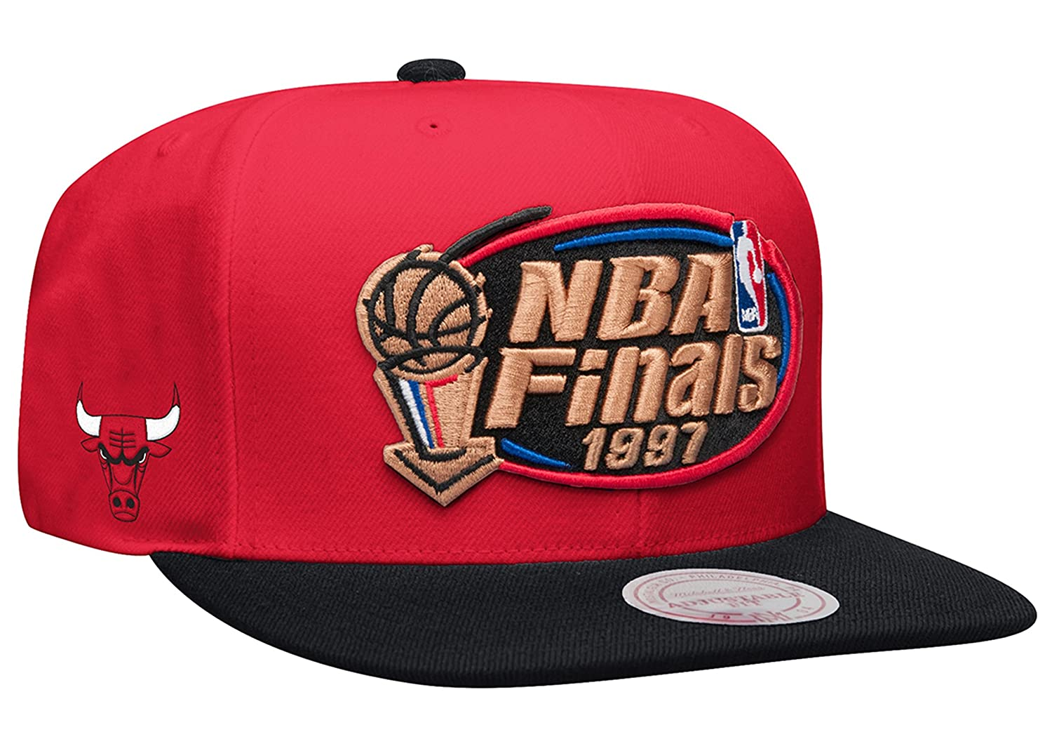 8e35b7f7640 Chicago Bulls Mitchell   Ness Red 1997 Finals Commemorative Snapback Hat at  Amazon Men s Clothing store