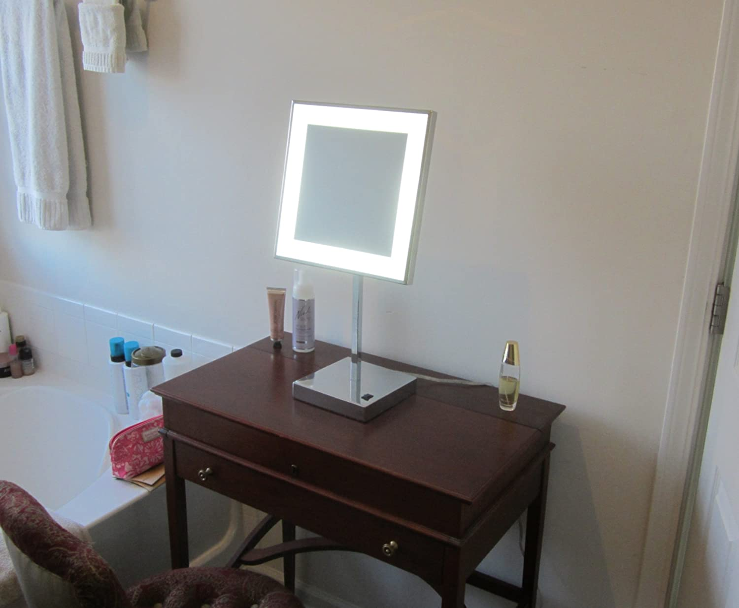 Amazon: Lighted Makeup Mirror - MAM-12VM -12