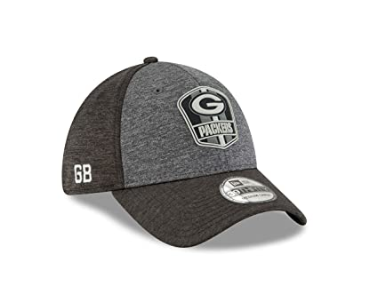 89362063c1a Amazon.com   New Era Green Bay Packers Black Sideline Away 39THIRTY ...