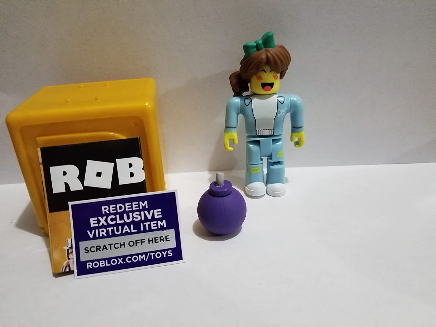 Virtual Item Code 2.5 Jazwarez ROBLOX GOLD Celebrity Series Super Bomb Survival Shopgirl action Figure mystery box