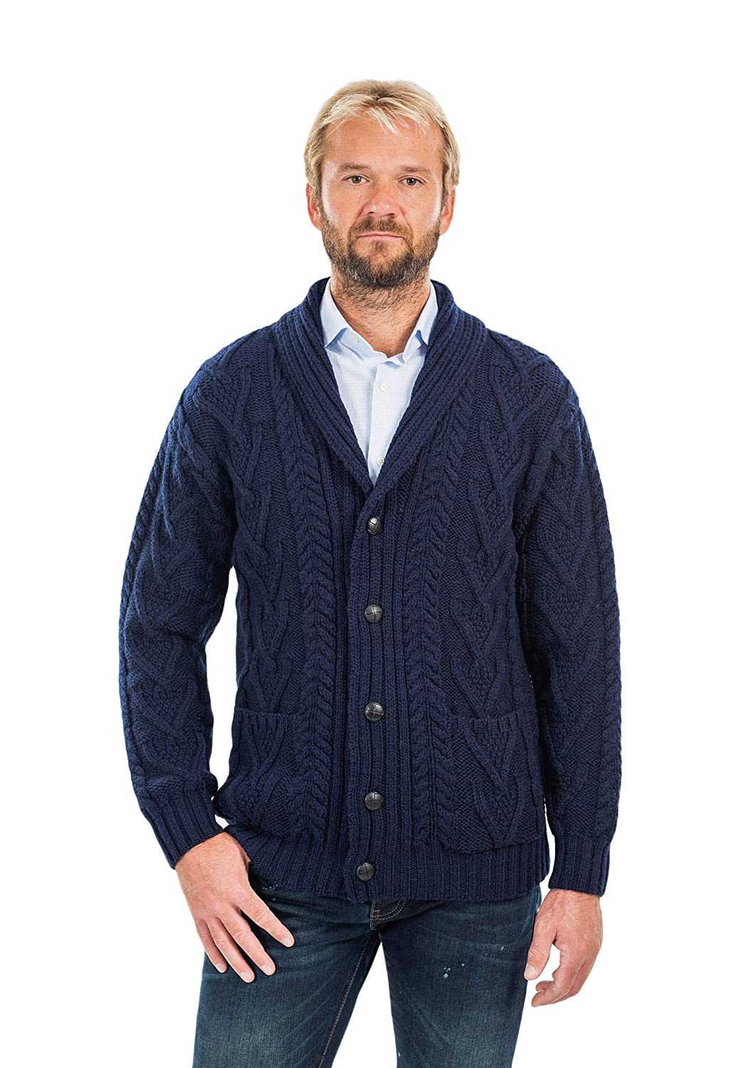 Amazon.com: Aran Cable Shawl-Collar Cardigan para hombre ...