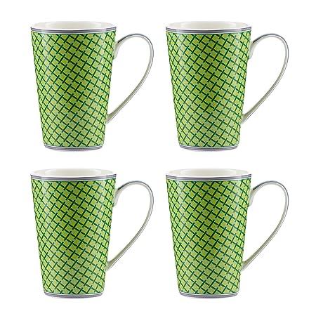 piccole tazze di caffè verde