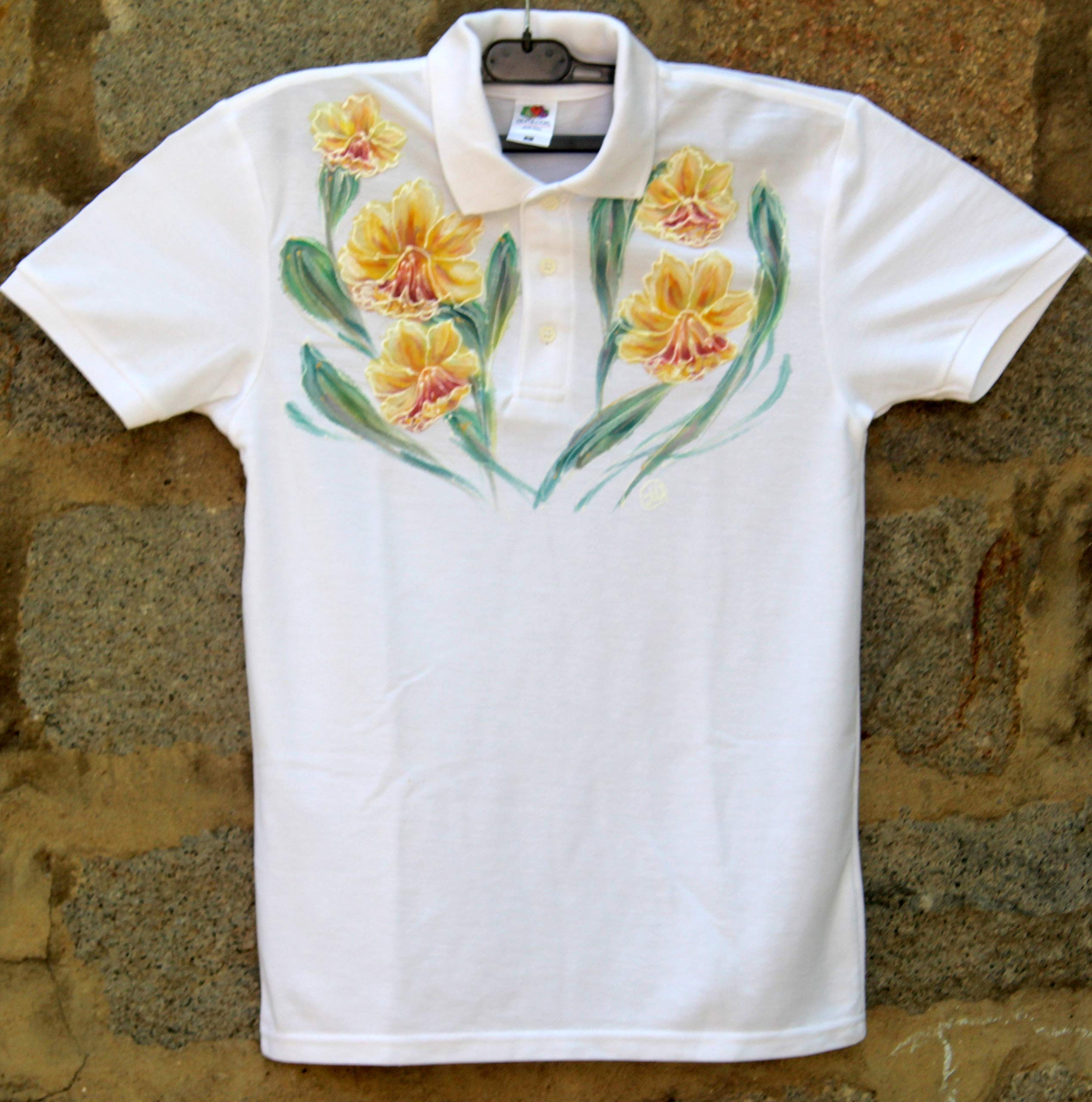 HOT SALE/White Polo T-shirt with Yellow Daffodils/Hand Painted Polo T-shirt/Painted Women's Polo/Daffodils Flower Polo T-shirt/Beach Shirt/Gift Idea/Shirt ''Fruit of the Loom''/size S 65/35.