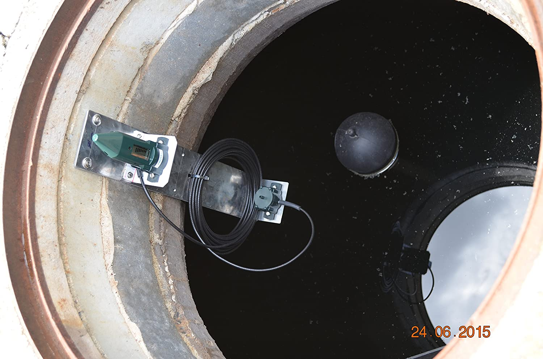 Indicador de nivel para aljibe, depósito de agua de lluvia, contenedor IBC, etc. -EcoMeter S- con sensor ultrasónico (funciona con pilas) y monitor/pantalla ...