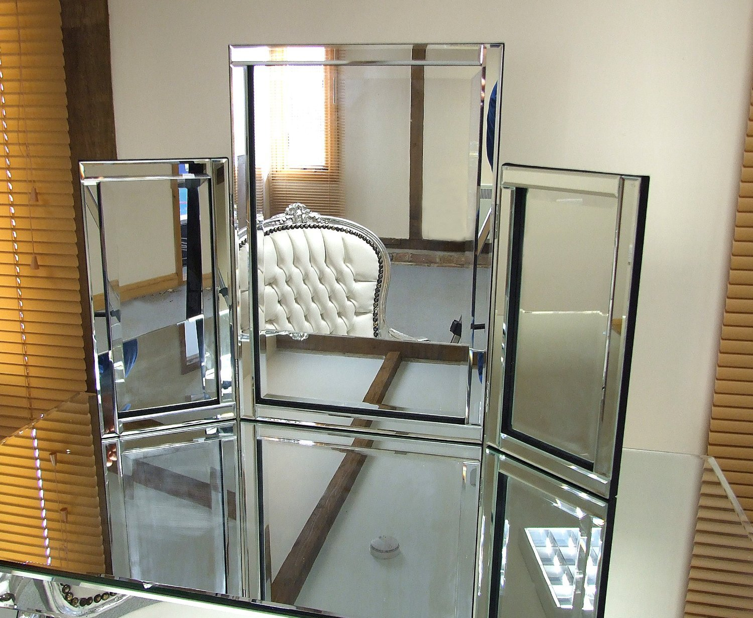 Barcelona Trading Dressing Table Mirror Modern Clear Venetian Tri-Fold Free Standing Bedroom Mirroroutlet