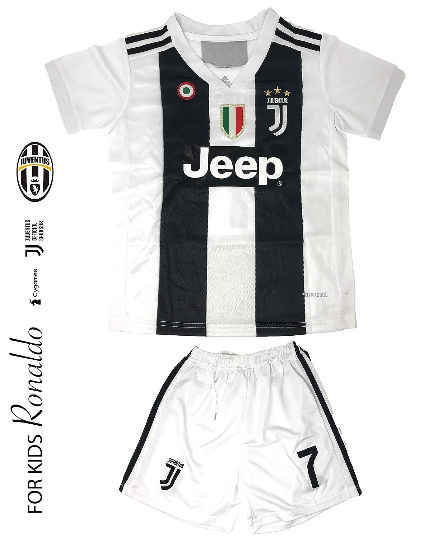 874cf53909d Amazon.com   Juventus Soccer Jersey Kids on Season 2019 - Juventus Ronaldo  No.7 - Replica Jersey Kit  Shirt + Short Includes All Patches Logos -  Soccer KIT ...