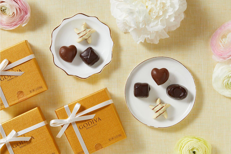 Godiva Chocolatier Assorted Chocolate Gold Favor Box, White Ribbon, Chocolate Wedding Favors, Birthday Favors, Set of 12 by GODIVA Chocolatier (Image #4)