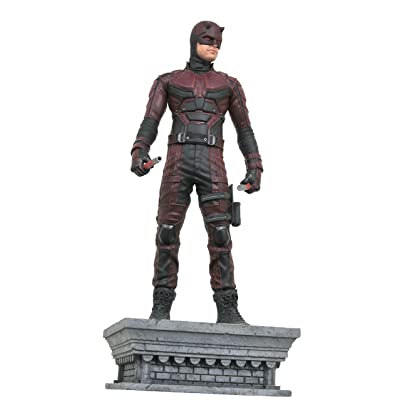 DIAMOND SELECT TOYS Marvel Gallery: Daredevil (Netflix TV Version) PVC Figure: Toys & Games
