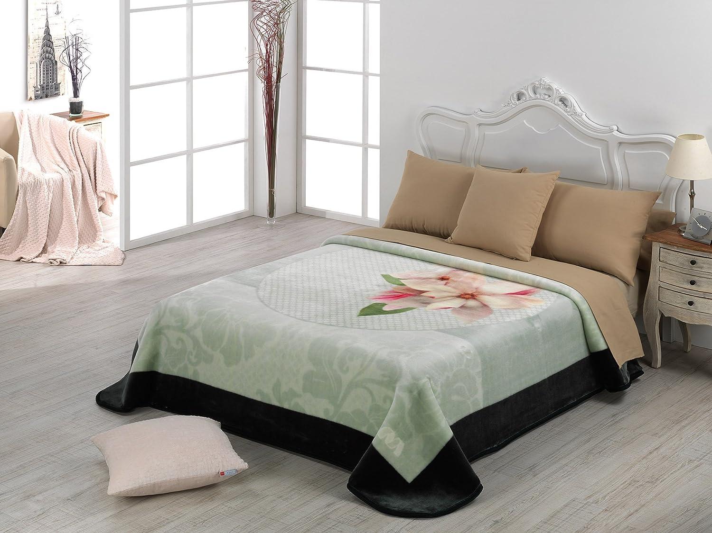 Amazon.com: European - Made in Spain warm blanket Mora Gold 220x240 Verde Color: Home & Kitchen