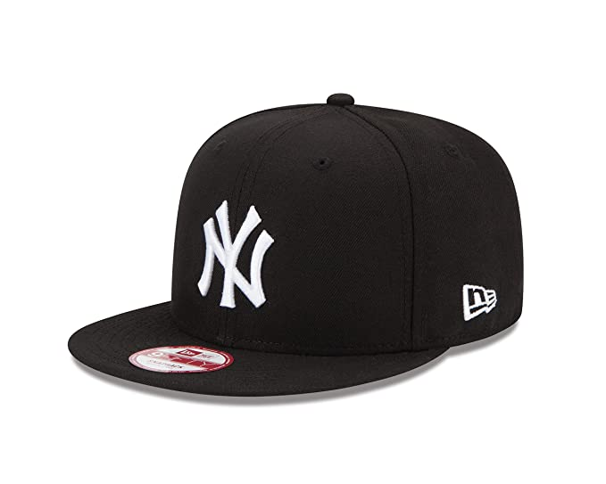 b4aba3589b1 Amazon.com  New Era York Yankees Baycik 9Fifty Men s Snapback Hat Cap  Black White 11085748  Sports   Outdoors