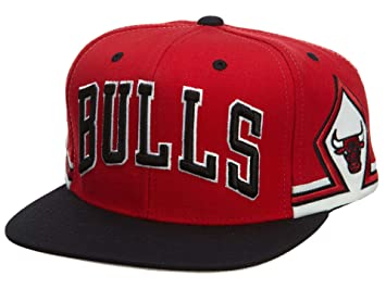 d0587b6902f Amazon.com   Mitchell And Ness Chicago Bulls Nba Snapback Cap Red ...
