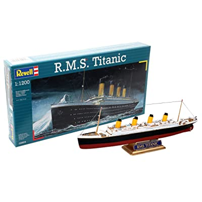Revell 05804 22.3 cm R.M.S. Titanic Model Kit: Toys & Games