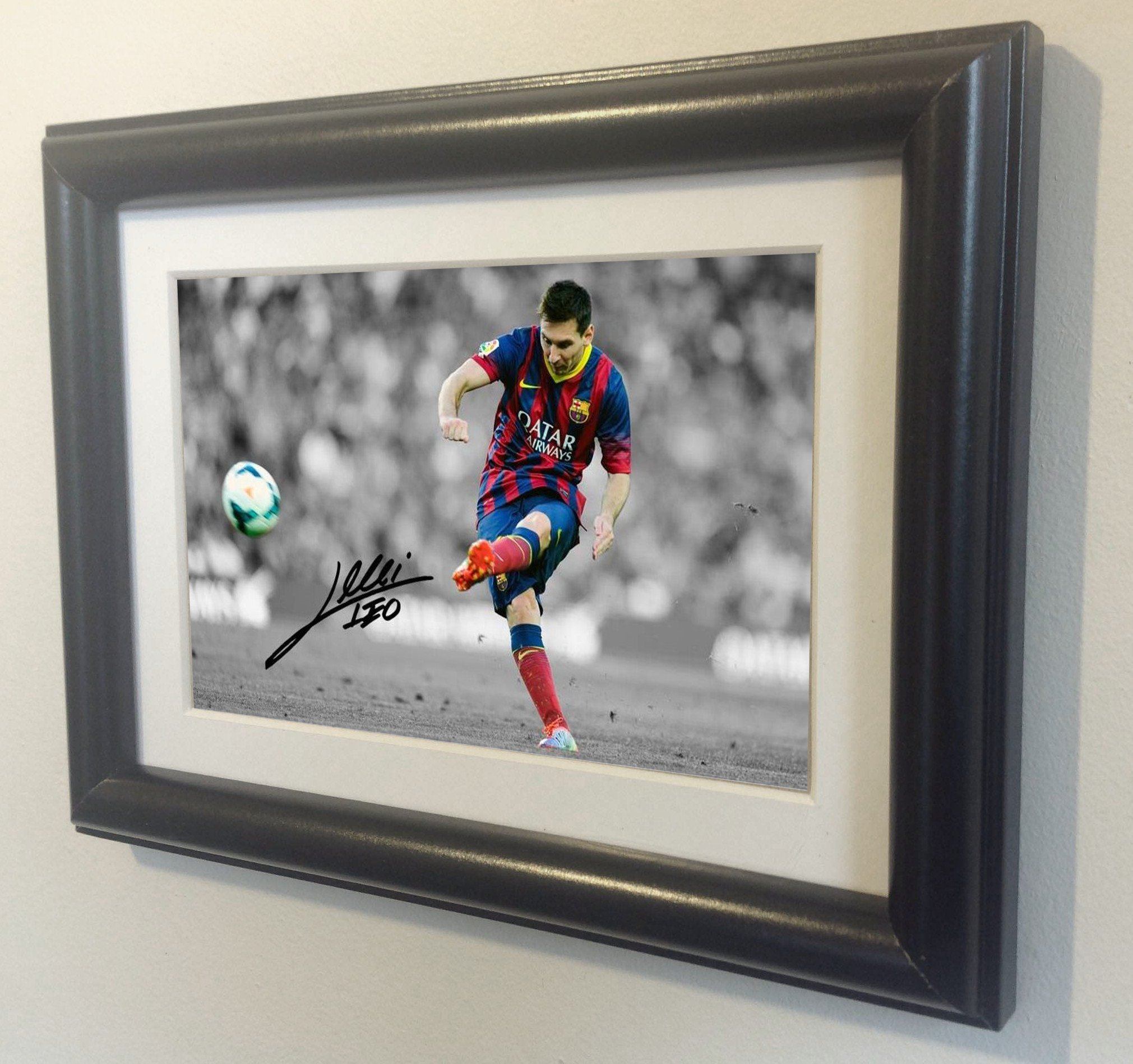 kicks Signed Black Soccer The Free Lionel Messi Barcelona Autographed Photo Photograph Picture Frame Gift SM