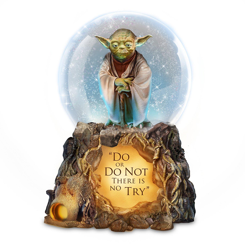 Bradford Exchange STAR WARS Jedi Master Yoda Musical Glitter Globe with Lights and Movie Music