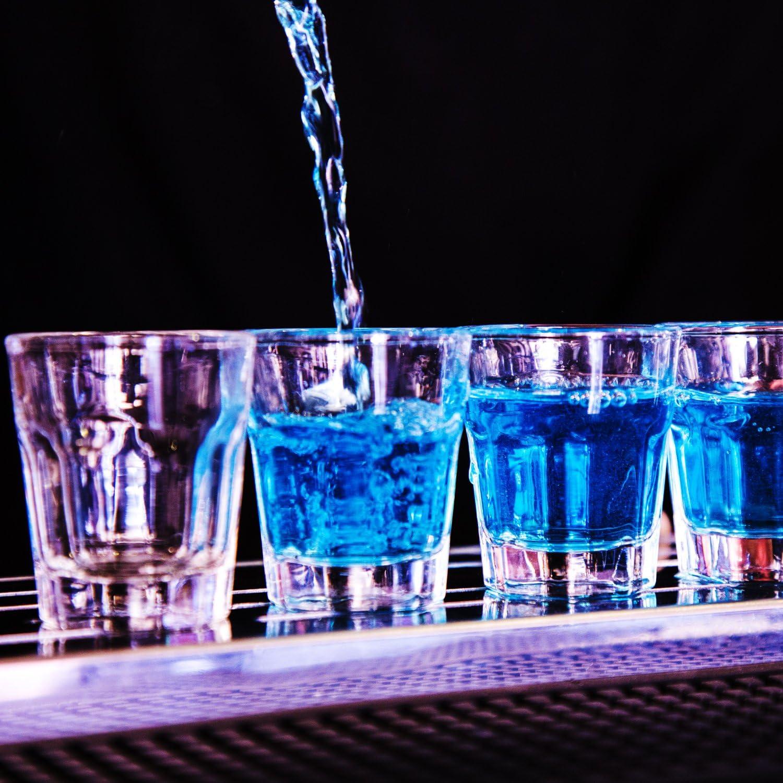 Chupitos de Vidrio Transparente (45ml) – 4 Vasos Cortos y Pequenos – Tome Un Trago de Licor o Espresso Con Las Mejores Copitas – Irrompibles – ...