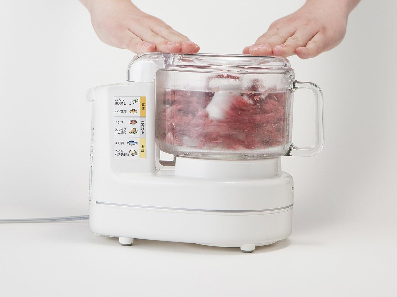 フードプロセッサーで肉を混ぜる