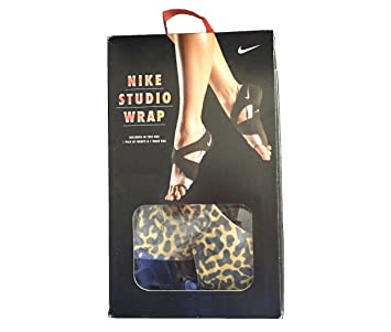 b580fe7cb15c95 Amazon.com  Nike Women s Studio Wrap Yoga Dance Barre Training Shoes ...