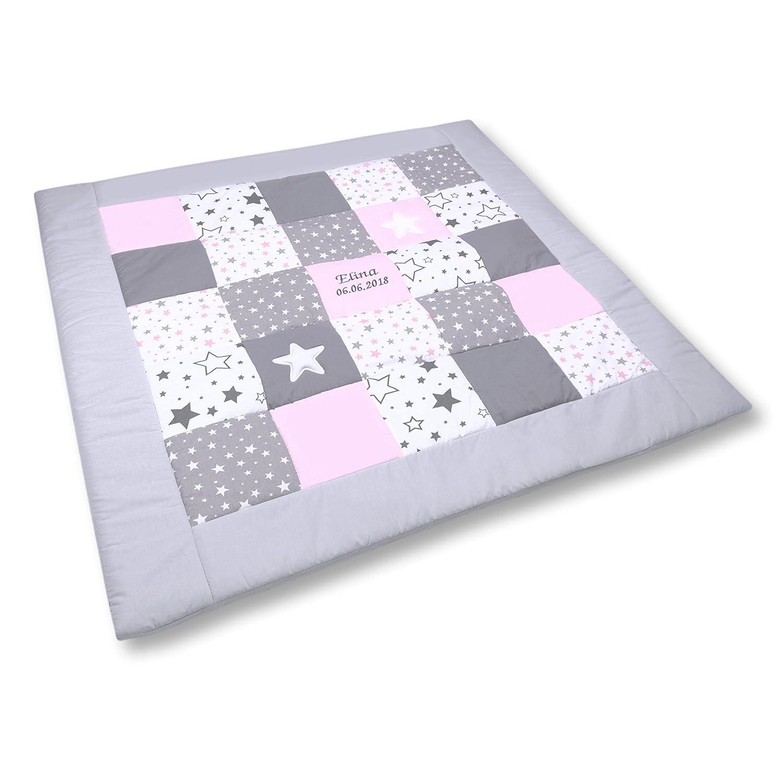 Amilian® Krabbeldecke Patchworkdecke Spieldecke Decke mit Namen und Datum (M061) (145x145cm)